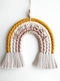 Fun Diy Crafts, Yarn Crafts, Rainbow Decorations, Yarn Wall Hanging, Macrame Design, Rainbow Wall, Macrame Projects, Macrame Patterns, Baby Room Decor