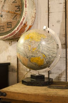 #globe terrestre. www.brocantedelabruyere.com World Globe Map, World Globes, Map Globe, World Decor, Industrial Chic, Old World, Sweet Home, Old Things, Clock