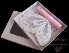 Invitacion en roll mariposa en caja