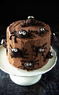 Chocolate Truffle Pumpkin Spider Cake: This whimsical cake is made with layers of pumpkin chocolate chip cake, covered with a fudgy chocolate frosting and chocolate truffle spiders. Chocolate Whoopie Pies, Chocolate Chip Cake, Pumpkin Chocolate Chips, Chocolate Frosting, Chocolate Truffles, Chocolate Recipes, Melting Chocolate, Chocolate Brownies, Chocolate Covered