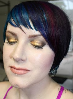 Gold eyeshadow on Meow & BftE Autumn Siesta Key Tutorial. Click through for more! Duochrome Eyeshadow, Metallic Eyeshadow, Eyeshadow Looks, Fall Vacations, Bold Lipstick, Hooded Eye Makeup, Siesta Key, Beauty Review, Rainbow Hair