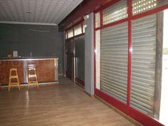 Reparación de persiana. Reparamos e instalamos todo tipo de persianas, puertas y automatismos.