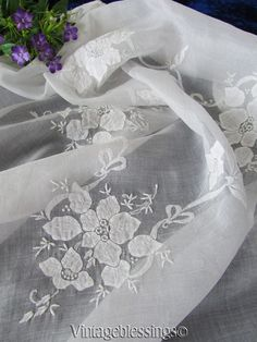 """Vintage Fine White Applique Embroidered Organdy Tablecloth Topper 33"""" Madeira   Vintageblessings"""
