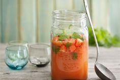 Kohti kesää -booli  ✦  Hedelmäisen boolin pohjana on käytetty greippiä, jolloin booli maistuu myös lämpenevien päivien janojuomana. http://www.valio.fi/reseptit/kohti-kesaa--booli/