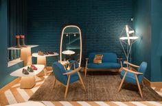 Enamoraditos de la lámpara del fondo - Tascón Footwear By Lagranja Design