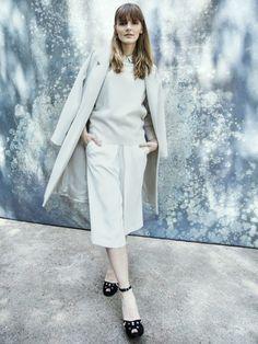 Allover-Outfits in weiß sind besonders edel und perfekt für Weihnachten