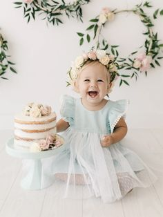 15 Ideas for baby pictures 1 year life Birthday Girl Pictures, Baby Girl 1st Birthday, Birthday Ideas, First Birthday Cake Topper, Birthday Parties, Smash Cake Girl, Girl Cakes, Baby Smash Cakes, Cake Smash Outfit