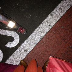 Streetstyle Street Style, Tote Bag, Bags, Fashion, Handbags, Moda, Urban Style, Fashion Styles, Totes