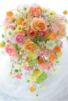 Planning A Fantastic Flower Wedding Bouquet – Bridezilla Flowers Pastel Flowers, Fresh Flowers, Beautiful Flowers, Pastel Bouquet, Spring Bouquet, Bride Bouquets, Floral Bouquets, Boquet, Beautiful Flower Arrangements