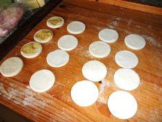 Plnené, lístkové kolieska (fotorecept) - obrázok 1 Tea Lights, Candles, Tea Light Candles, Candy, Candle Sticks, Candle