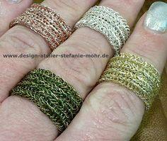 hand gestrickter Ring, bi-color, doppelt gestrickt  in folgenden Variationen: zwei verschiedene Breiten 1,2 cm und 1,8 cm und verschiedenen Darb- bzw. Draht-Kombinationen: rosé/silber -...