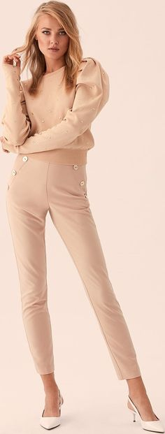 Dressy Pants, Queen Latifah, Office Outfits, Strong Women, Casual Chic, Off White, White Jeans, Red Carpet, Tights