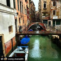 This rainy day in Chicago makes me miss my rainy day adventures in Venice. \\ #venice #italy #italia #venetian #canal #rainyday #rain #studyabroad #travel #explore #discover #wander #isaabroad #theworldawaits #niustudyabroad #wherewillyougo #adventure #Repost @corey.meredith with @repostapp  by isaabroad