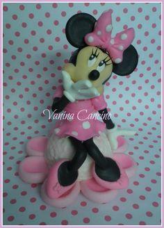minnie Mickey And Minnie Cake, Bolo Minnie, Minnie Mouse Cake, Disney Mickey, Princess Diaper Cakes, Cartoon Tutorial, Diaper Bouquet, Paw Patrol Party, Burlap Ribbon