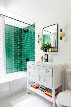 Eclectic Bathroom, Diy Bathroom Decor, Budget Bathroom, Bathroom Rugs, White Bathroom, Bathroom Storage, Bathroom Ideas, New Homes, Modern