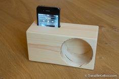Réalisation d'un support amplificateur de son pour smartphone : découpe du bois, perçage du haut-parleur, collage, ponçage et finition. Un objet étonnant !
