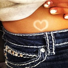 ♥ Sun tatoo.! Get a silly band and place it where you want your tatoo, then tan and make sure the silly band stays in place!!
