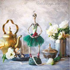 Тут некоторые наезжают на меня по поводу чрезмерной мрачности моих фоточек, так вот вам светленького сюра в ленту;))) #collectibletoys #collectibledoll #handmade #ballet #polymerclay #polymerclaydesign #heart #brokenheart #shebbychic #etsy #etsyshop #etsyseller #dolls #skull #skeleton #etsybuyers    #Regram via @wilddrago_craftshop Collectible Toys, Unique Toys, Skulls, Halloween, Instagram Posts, Handmade, Painting, Art, Art Background