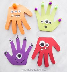 Monster Handprint Craft MONSTER HANDPRINT CARDS these are too cute to make for Halloween! Monster Halloween craft for kids. The post Monster Handprint Craft appeared first on Halloween Crafts. Halloween Arts And Crafts, Halloween Crafts For Toddlers, Easy Halloween Crafts, Diy For Kids, Halloween Halloween, Halloween Cards, Halloween Crafts For Kindergarten, Cards For Kids, Crafts For Babies