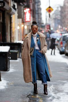 The Best Street Style From New York Fashion Week 2019 - Teen Vogue Fashion Casual, Style Casual, Denim Fashion, Casual Chic, Fashion Ideas, Fashion Quiz, Fashion Hacks, Modest Fashion, Fashion Styles
