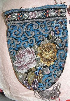 bourse d'Arlesienne,ravissante broderie perle de verre bleue,chaine argent,19eme | eBay