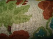 CRETONA: En sus orígenes era un tejido francés fuerte y resistente con trama de lino y urdimbre de cáñamo. En España se llama cretona, a la tela de algodón fuerte estampada en colores, y cuyo dibujo típico son las flores. Es un tejido resistente que se emplea para hacer cortinas y colchas. Se lava bien en agua fría o templada.