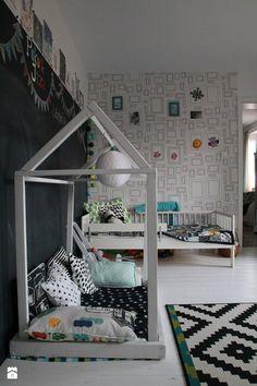 Pokój dzieci. Domek DIY. - zdjęcie od Agnieszka Kijowska - Pokój dziecka - Styl Skandynawski - Agnieszka Kijowska, black & white, scandinavian design, kidsroom, diy