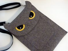 Isabelle Dansereau of Etsy shop Boutique ID makes beautiful wool felt iPad, MacBook and Kindle sleeves that look like various animals such as a cat, owl, Macbook Air 11 Inch, New Macbook Air, Macbook Air Sleeve, Ipad Sleeve, Macbook Case, Laptop Cases, Laptop Bag, Iphone Cases, Felt Owls