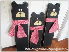 The 3 Little Bears ... using pallet wood or fence boards .......................... #DIY #bears #decorations #wood #pallet #fenceboard #paint #stain #chalkpaint #fabric #scarf #porch #outdoor #curbappeal #landscaping #decor #crafts