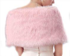 d366e11729df Etole cache épaules châle fausse fourrure sibérienne rose - étole de luxe  pour tenue mariée élégante