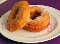 ΕΛΛΗΝΙΚΟΣ ΜΕΓΑΛΟΣ ΛΟΥΚΟΥΜΑΣ ΜΕ ΤΡΥΠΑ Onion Rings, Donuts, Breakfast, Ethnic Recipes, Pancake Recipes, Food, Frost Donuts, Morning Coffee, Beignets