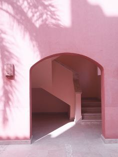 all pink buildings with palm tree shadows soma bay egypt Palm Tree Leaves, Palm Trees, Baby Pink Aesthetic, Sky Aesthetic, Aesthetic Colors, Tout Rose, Pink Bedding, Pink Design, Everything Pink