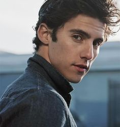 Actor Milo Ventimiglia has revealed how he prepared to play the role of Jess Mariano in the tv series 'Gilmore Girls'. Hottest Male Celebrities, Cute Celebrities, Jess Gilmore, Milo Ventimiglia Gilmore Girls, Rory And Jess, Glimore Girls, Attractive People, Cute Guys, Cute Men