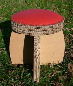 épinglé par ❃❀CM❁✿tabouret rouge Cardboard Chair, Diy Cardboard Furniture, Cardboard Design, Paper Furniture, Cardboard Sculpture, Cardboard Paper, Cardboard Crafts, Furniture Making, Carton Diy