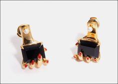 Anissa Kermiche Jewelry irritings. Orecchini in argento placcato oro, perla bianca, onice. Prezzo 570 l'uno
