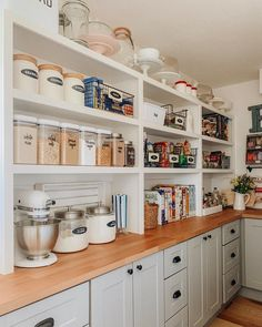 extradionary small pantry storage organization ideas for kitchen modern 50 Small Kitchen Pantry, Pantry Room, Kitchen Pantry Design, Kitchen Organization Pantry, Interior Design Kitchen, New Kitchen, Kitchen Decor, Pantry Ideas, Organization Ideas