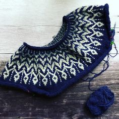 Ravelry: Dreyma pattern by Jennifer Steingass Fair Isle Knitting Patterns, Knitting Stiches, Sweater Knitting Patterns, Knit Patterns, Sewing Patterns, Cat Pattern, Free Pattern, Norwegian Knitting Designs, Nordic Sweater