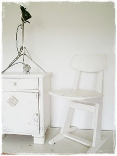 Alter Schulstuhl weiß, shabby. #alte #Schulstühle #Vintage #Kinderzimmer