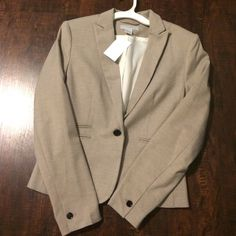 H&M blazer NWT and fully lined. Size is 6 in H&M sizing, which runs small. Fits a 0-2 H&M Jackets & Coats Blazers