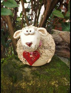 Ein Schaf für Ihre Osterdekoration. Dieses Schaf ist als Rosenkugeln gearbeitet, Sie brauchen also einen Stab als Unterstützung. Der Durchmesser des Bauches beträgt ca.14cm. Insgesamt ca.20cm lang...