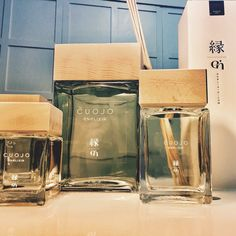 Un must, di eleganza design e raffinatezza. Si ispira al patrimonio storico della profumeria, e si rifà a note aromatiche utilizzate nel mondo della moda già dal 1600. Nei primi anni venti Chanel lanciò con successo una delle prime fragranze su questi toni, seguita da Hermes e Yves Saint Laurent.