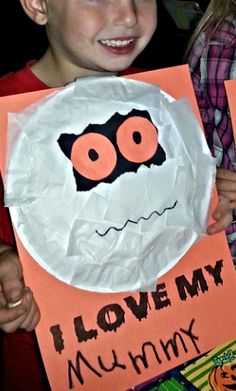 Learn how to make a paper plate mummy craft for kids! All you need is a paper plate, tissue paper, and paper. Halloween Art Projects, Halloween Crafts For Kids, Halloween Activities, Holiday Crafts, Holiday Fun, Preschool Halloween, Kindergarten Crafts, Daycare Crafts, Preschool Crafts