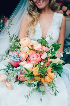 Pink and peach wedding bouquet | Photography: Maggie Conley