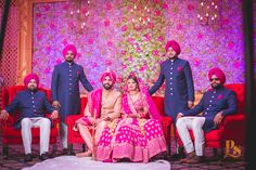 Bride Squad Sikh Bride, Punjabi Bride, Bride Groom, Photography Couples, Bridal Photography, Photography Ideas, Indian Bridesmaid Dresses, Indian Dresses, Punjabi Wedding Decor