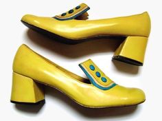 Yellow Chunky Heel Pumps with Blue Button Details - These are the first pair of this kind of shoe ever made. I saw them on the shelf in a boutique in New Orleans and I just had to have them. Guess who bought them. 60s And 70s Fashion, Mod Fashion, Fashion Shoes, Fashion Accessories, Sporty Fashion, 60s Shoes, Me Too Shoes, Chunky Heel Pumps, Pumps Heels