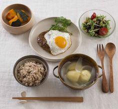 ブログやSNSに自作料理をアップ!その並べ方、マナー違反かも 毎日使えるマナー本『暮らしのなかの食卓マナー』発売|株式会社主婦の友社 のプレスリリース