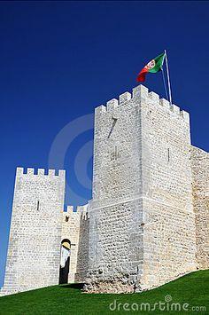 O Castelo de Loulé, de origem árabe, foi reconstruído no séc. XIII, e localiza-se na freguesia de São Clemente, povoação e concelho de Loulé, distrito de Faro. Texto by Lúcia