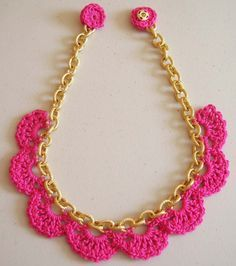 Crochet and Chain Necklace Tutorial Necklace: Crochet in a chain/ Crochet en una cadena - Tutorial Crochet necklace with chain - Free crochet tutorial in English and Spanish including diagrams by ChabeGS. 13 Modern Crochet Necklaces Roundup - all FREE Che Tutorial Colar, Crochet Necklace Tutorial, Crochet Bracelet, Crochet Earrings, Tutorial Crochet, Crochet Jewellery, Peyote Bracelet, Bead Earrings, Crochet Diy
