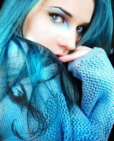 Blue is for Bold and that is what this aqua blue hair is all about.