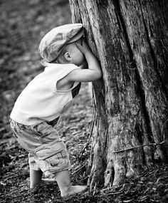 Black and White Photography - Hide -n- Seek Black N White, Black White Photos, Black And White Photography, Old Photos, Vintage Photos, Cute Kids, Cute Babies, Foto Baby, Jolie Photo
